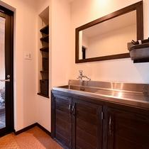 *【お部屋一例(大和)】広々洗面台を快適にご利用いただけます。