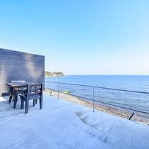 *【お部屋一例(日向)】テラスで海を眺めてのんびりお過ごしいただけます♪