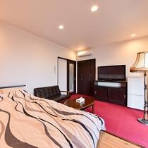 *【お部屋一例(大和)】大型テレビやソファなど、のんびりお寛ぎいただける特別室です。
