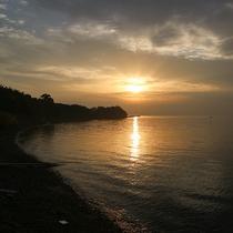 穏やかな海から昇る朝日もご覧いただけます。