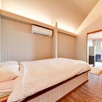*【お部屋一例(陸奥)】ベッドはダブルです。3名様でご利用の場合はシングルのお布団をご利用ください。
