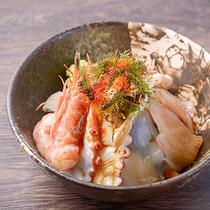 【レストランメニュー一例】名物★新鮮魚介の海鮮丼♪