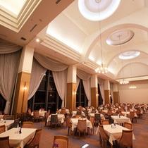 ヨーロッパの晩餐会を思わせるようなレストラン『巴里』