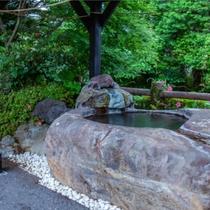 殿湯神社。清めの水。