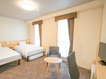 【ユニバーサルツイン】広々26.5平米のお部屋はバリアフリー仕様となっております。