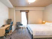 【スーペリアダブル】最上階に位置したお部屋は、広々22平米に160cm幅のベッドをご用意。