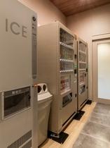 1階に製氷機、自動販売機がございます。