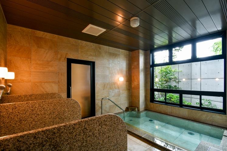 天然温泉「美肌の湯」でスベスベお肌に♪