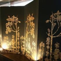 リニューアルされた9階エレベータ前には、五十崎ギルディング和紙で作られた作品が