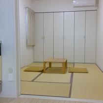 2階のお部屋は畳間もございます(3名様以上の場合は、畳間にもベットが設置されます)