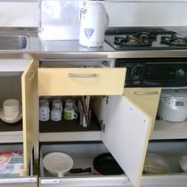 キッチン完備(炊飯器・調理器具などご自由にお使い下さい)