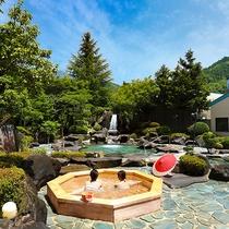 滝を配したスケールの大きい庭園露天風呂、縁覚の湯