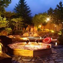 縁覚の湯夕景-※浴槽の花びらはイメージです