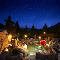 石造りの浴槽に浸り木曽の山並みを愛でる、満天の湯
