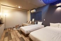 ダブルベッド、シングルベッドルーム 洋室共用シャワールーム