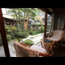 客室からは四季で変わる日本庭園をお愉しみ頂けます