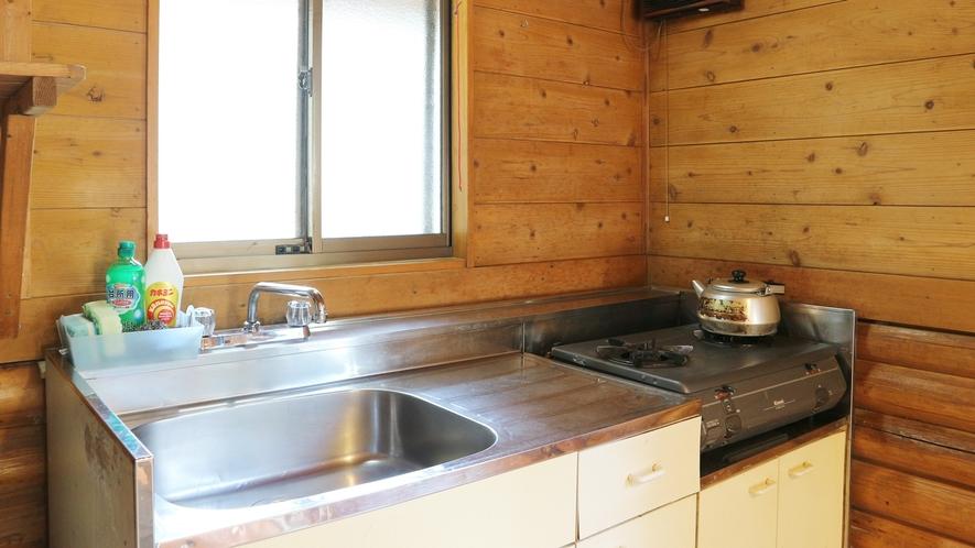 *[コテージ一例]シャワー、トイレ、キッチン完備!天窓ロフトの本格派ログハウス