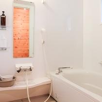 *【コテージ/バスルーム一例】お風呂ととトイレは、セパレートで広々♪