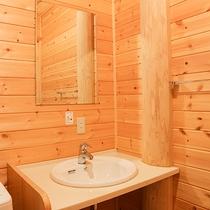 *【コテージ一例】洗面台。バスルームと洗浄機能付トイレは、セパレートで広々♪