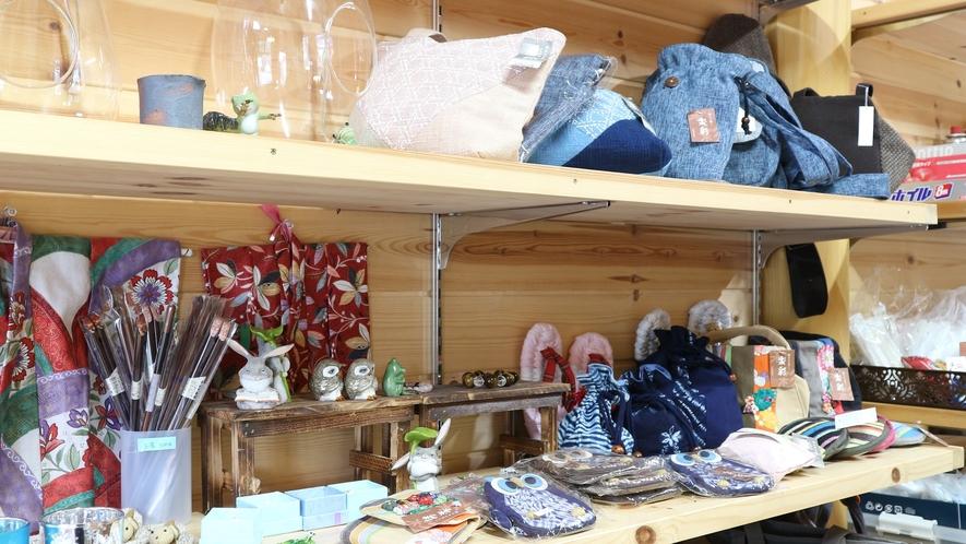 *【売店】自然とマッチした手作りのお土産品も揃えております。
