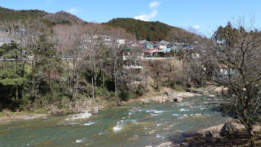 *【施設からの眺望】眼下に広がる秋川渓谷の風景。