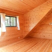 *【コテージ/2階一例】屋根裏部屋の気分♪お布団を敷いてお休み下さい