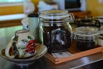 有機のコーヒー豆、紅茶、ハーブティーなど温かい飲み物をご用意しています。