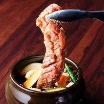 壺漬カルビ焼/棒状のかたまり肉をタレに漬け込みました