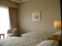 【洋室ツインルーム】ビジネスホテルタイプの使いやすいシンプルなお部屋です。