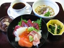 ランチタイムの入浴+お食事のセット例。レストラン営業時間AM11:00~14:30