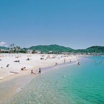 【阿万海水浴場】海ホタルの生息地としても有名な遠浅の南国ムード漂う美しい砂浜の海水浴場(車15分)