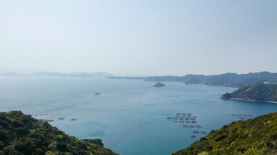 【若人の広場公園】福良湾を見下ろす展望台から臨む雄大な景色。鳴門海峡も眺望できます(車10分)