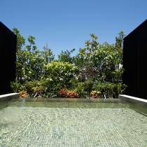 【温泉浴場】露天風呂・内湯ともに療養泉として優れた湯治効果が期待される「南あわじ温泉」を愉しめます