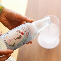 冷蔵庫には淡路島ゆかりのお飲物のほか、ソフトドリンクやお酒類もご用意(有料)