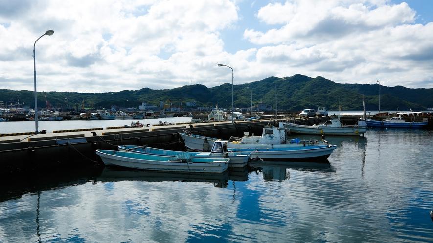 【福良漁港】釣りスポットとしても有名(徒歩15分)