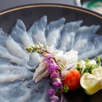 薄くともしっかりとした食感が魅力の淡路島3年とらふぐのてっさ(冬メニュー・夕食イメージ)
