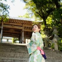 【福良八幡神社】福良港を見渡せる高台にある神社で、古くから島民の尊信の厚い神社(徒歩4分)