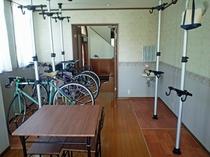 食堂兼喫茶室に併設した自転車保管スペース