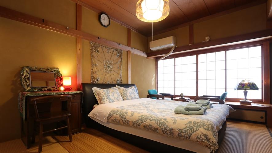 【ダブルルーム】和室とアジアンテイストのコラボレーションです