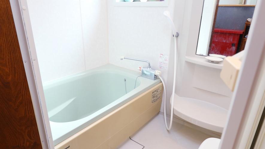 【バスルーム】 家庭的なバスルームです