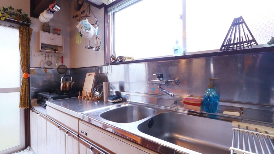 【キッチン】広々としたキッチンです。ご自由にご利用ください