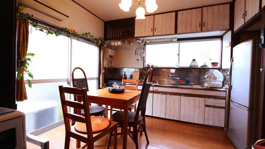 【キッチン・ダイニング】冷蔵庫やキッチンあるものはご自由にご利用ください