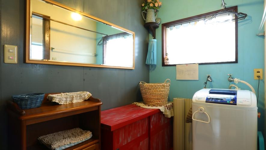 【バスルーム】洗濯機は無料でご利用いただけます。長期連泊も安心です