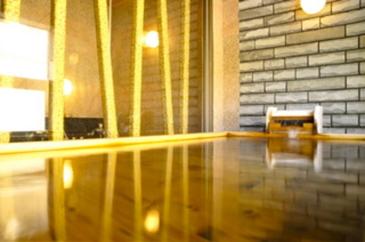 日蓮の湯(米ヒバと十和田石の浴槽)