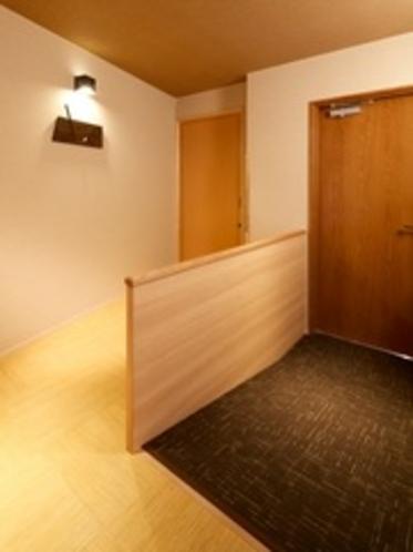 【別邸】屋上露天風呂&テラス付き特別室(バリアフリー仕様)玄関