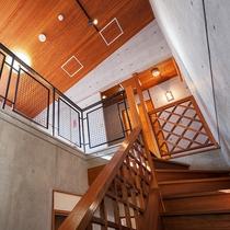 1階から2階への吹き抜け階段