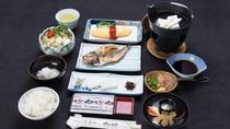 *【朝食一例】こだわりの製法で仕上げた沼津名物の干物をはじめ、和洋のバランスが取れた朝食をご用意。