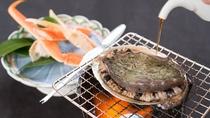 *【夕食一例/松コース(カニ・アワビ)】鮑の踊焼をお好みの醤油加減で・産地直送の蟹との贅沢セット。
