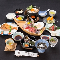 *【夕食(梅)】【梅】駿河湾で獲れた新鮮な魚介を味わえる「舟盛り」付!ボリューム満点のお料理です。