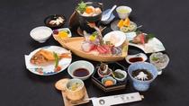 *【夕食一例/梅コース】駿河湾で獲れた新鮮な魚介を味わえる「舟盛り」付!ボリューム満点のお料理です。